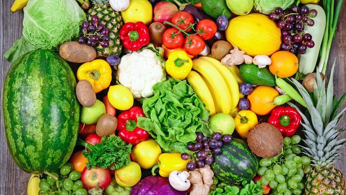 استهلاك الفاكهة والخضروات وممارسة الرياضة يجعل الناس سعداء